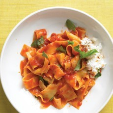 Broken-Noodles-with-Tomato-Sauce-and-Ricotta-Martha-Stewart-102773.card.jpg